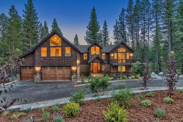 Buckingham Luxury Vacation Rentals, Redwood Lodge